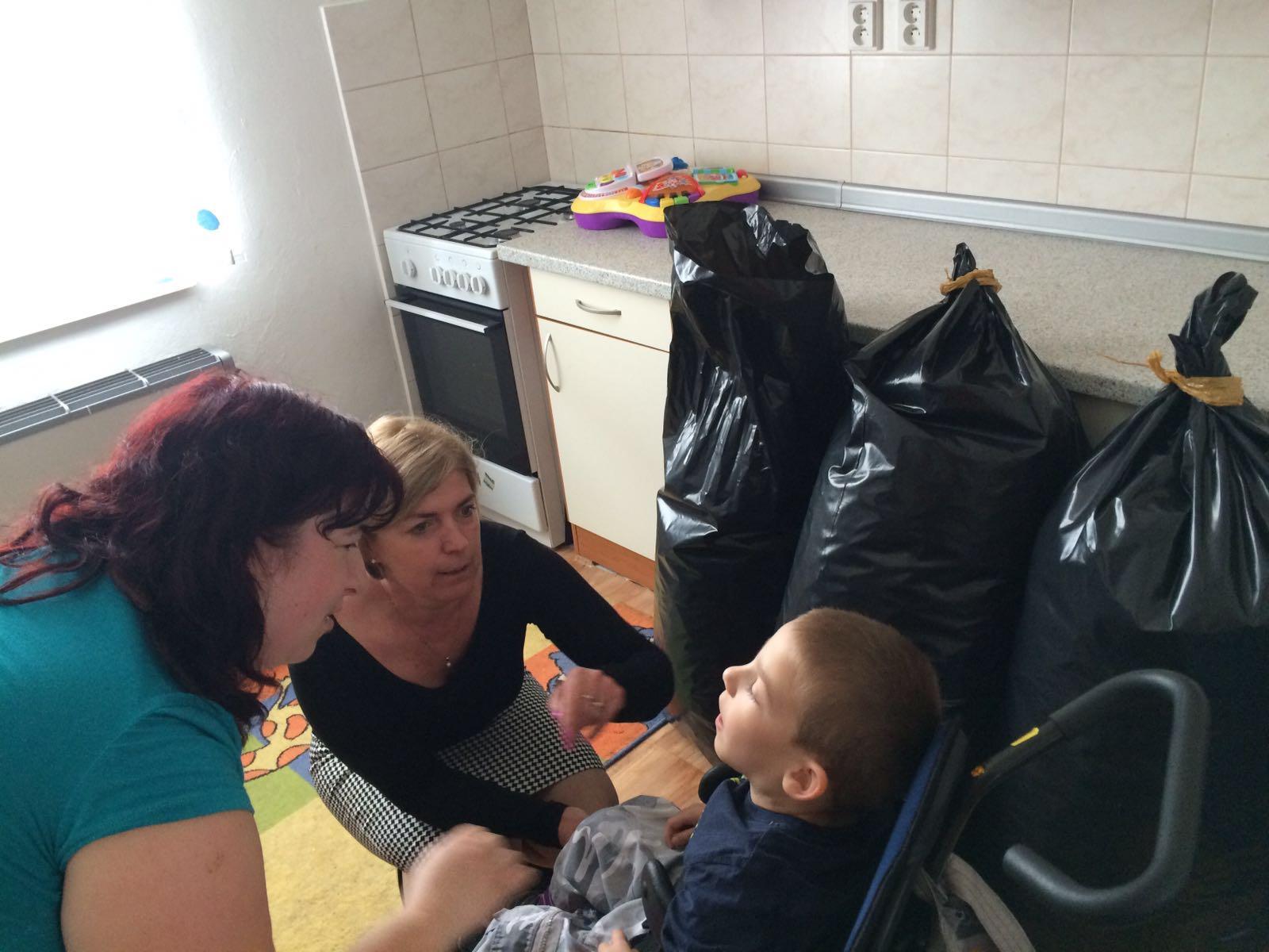 Omezme sociální dávky, nebudeme muset sbírat víčka pro postižené děti